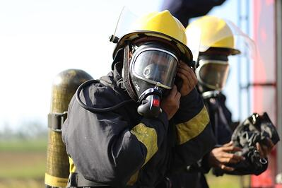 Training emergency services trough live broadcasting